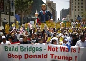 شعار کارگران آمریکا: «ترامپ را رها کن»