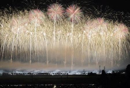 "فستیوال تابستانی آتشبازی در ژاپن  <img src=""https://cdn.baharnews.ir/images/picture_icon.gif"" width=""16"" height=""13"" border=""0"" align=""top"">"
