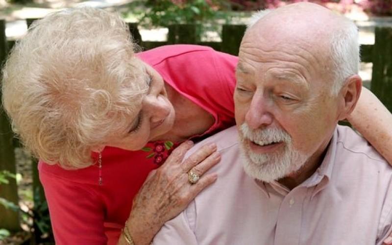 2 زبانه بودن احتمال آلزایمر را کاهش میدهد