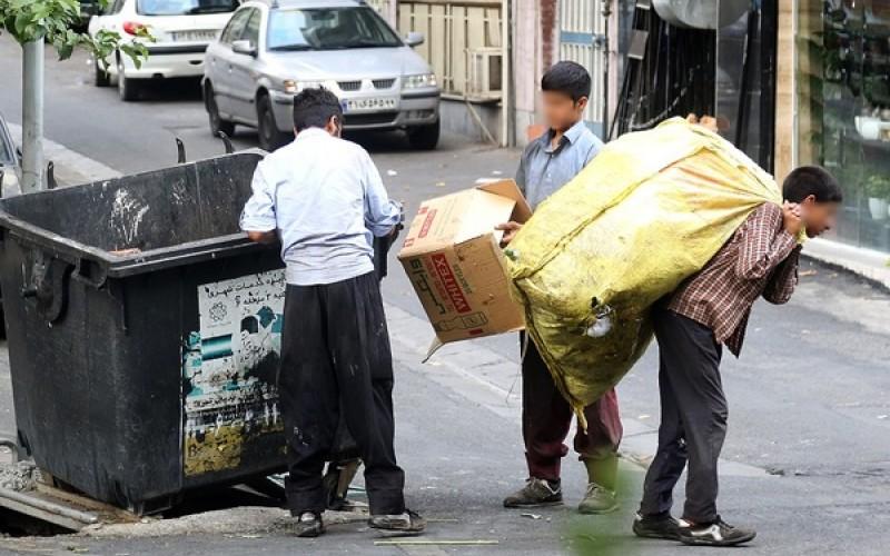 ارائه کارت به کودکان کار برای زباله گردی