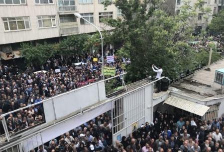 تجمع اعتراضی کارگران به عدم صدور مجوز راهپیمایی در روز کارگر