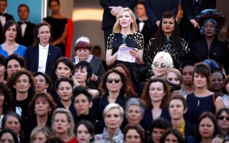 سکوت اعتراضی زنان روی فرش قرمز کن