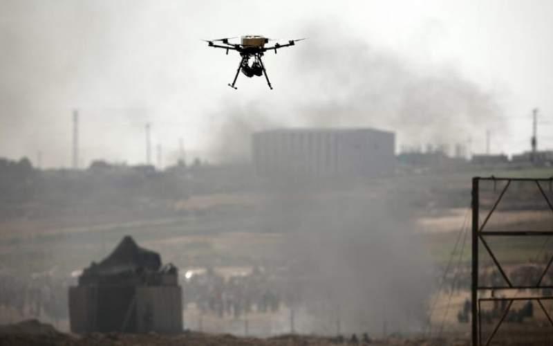 پرواز یک پهپاد اسرائیلی در مرز غزه. عکس از رویترز