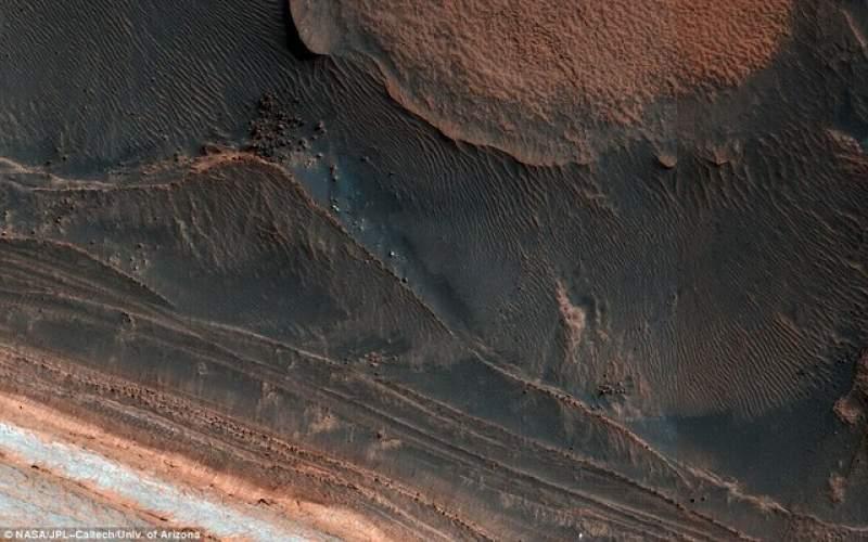 تغییر شکل سطح مریخ با بلوکهای یخی