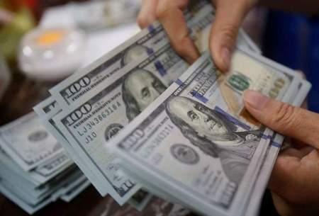 دلالها دلار را گرانتر میفروشند
