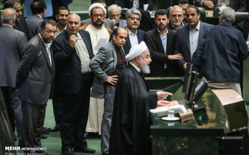 چرا نمایندگان خوزستان و چهارمحال بختیاری به روحانی اعتراض کردند؟