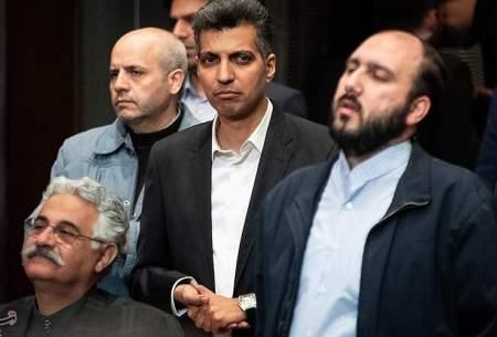 فروغی (سمت راست) رییس شبكه 3 سیما، كه بدون بیان هیچ دلیلی برنامه 90 را كه پر بینندهترین برنامه صدا و سیمای جمهوری اسلامی است توقیف كرد!