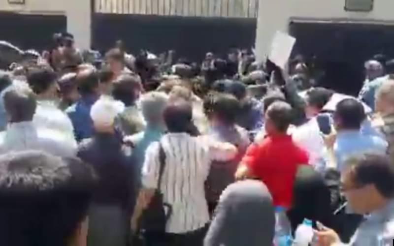دومین روز تجمع بازنشستگان فرهنگی متشنج شد