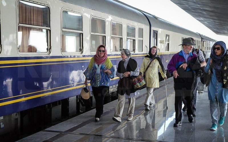 آشنایی با قطارهای مسیر همدان مشهد