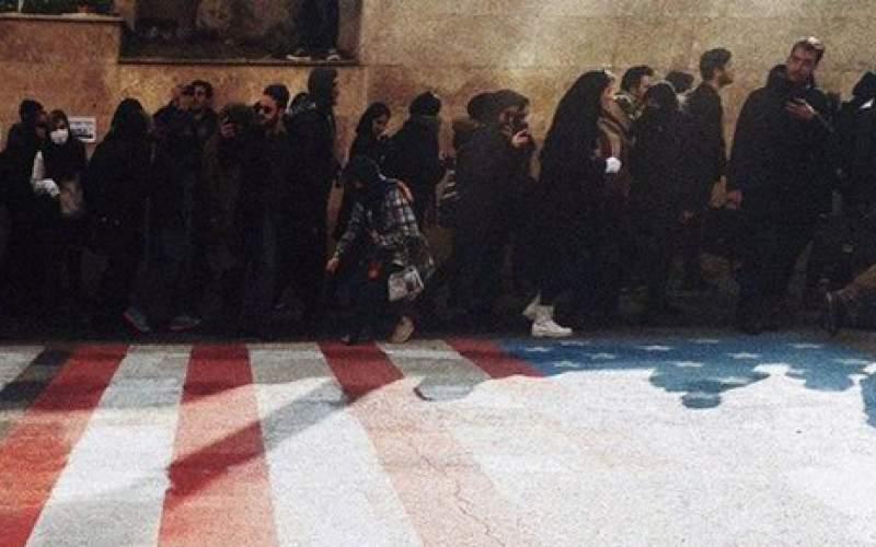 شادی ترامپ از راه نرفتن دانشجویان روی پرچم