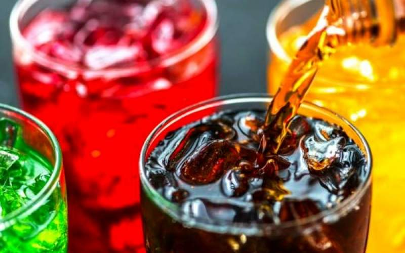مصرف نوشابه های گازدار و خطر پیری زودرس