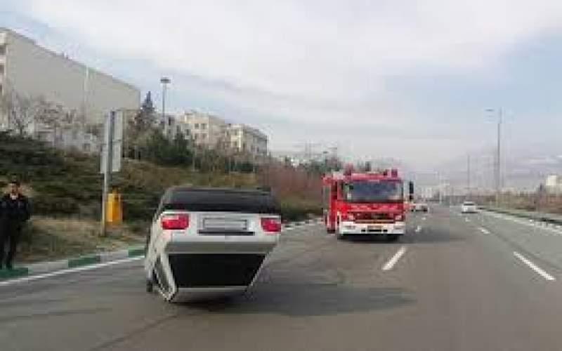 واژگونی خودرو در بزرگراه چمران اصفهان