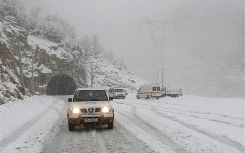 بارش باران و برف در محورهای دو استان