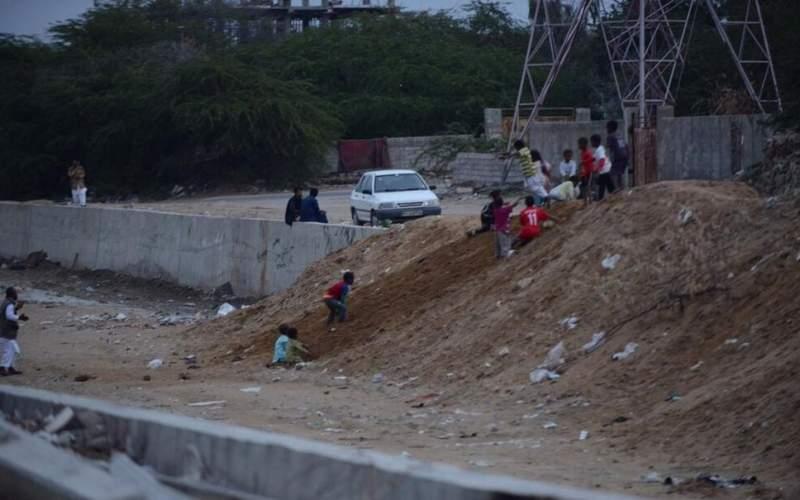 کودکان در حاشیه چابهار محروم از اینترنت/تصاویر