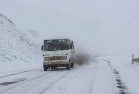 برف بهاری در جادههای 2 استان