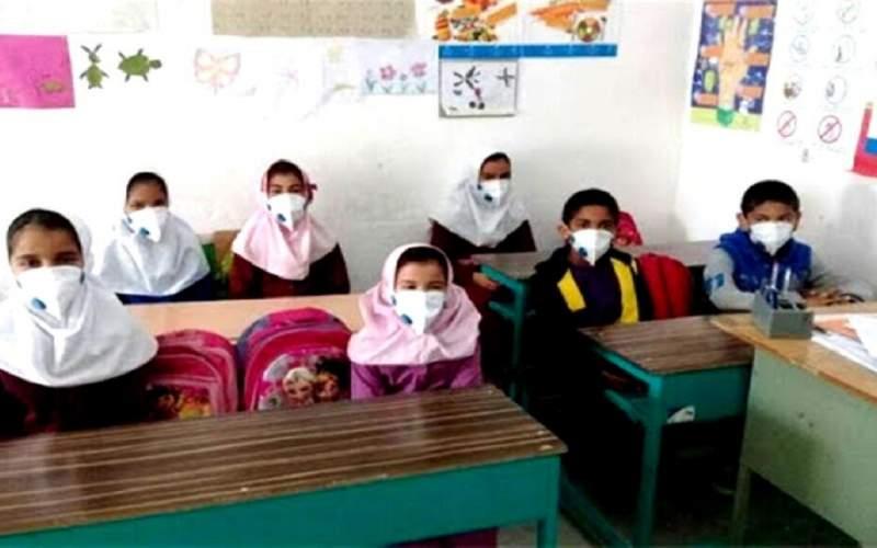 دانش آموزان ماسک و دستکش داشته باشند