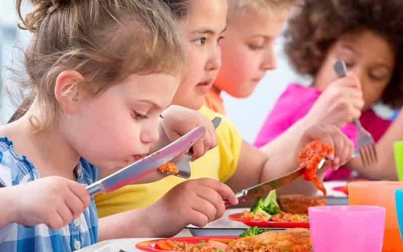 کودکان این ۷ خوراکی را هرگز نباید مصرف کنند