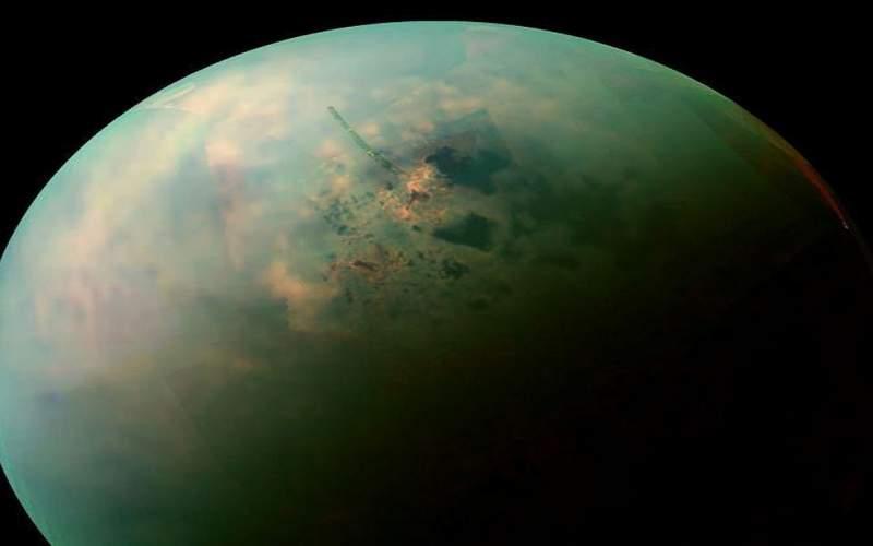 علت فرار بزرگترین قمر زحل چیست؟