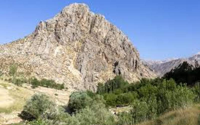 دختر ۱۴ساله در سقوط از صخره درگذشت