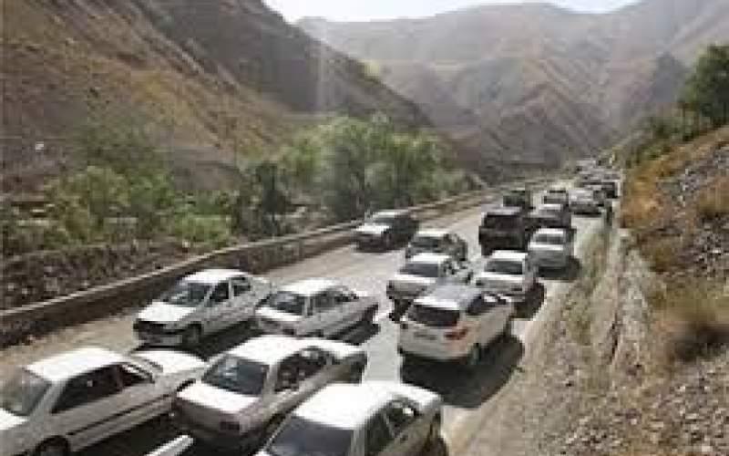 ترافیک در جاده هراز نیمه سنگین است