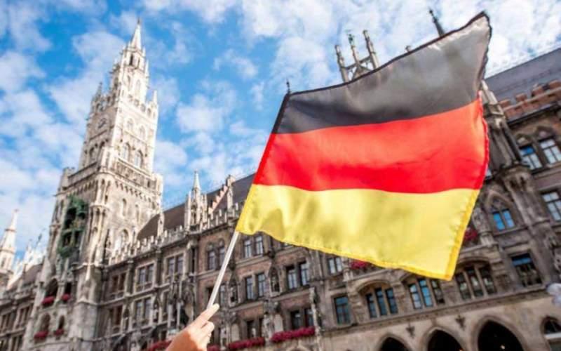 محرومیت از تابعیت آلمانی به دلیل دست ندادن با زنان