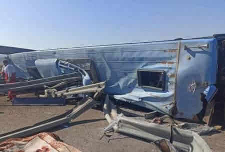 واژگونی اتوبوس مسافربری در اتوبان قم - کاشان