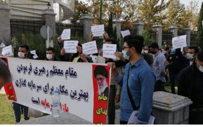 تجمع اعتراضی سهامداران مقابل مجلس/تصاویر
