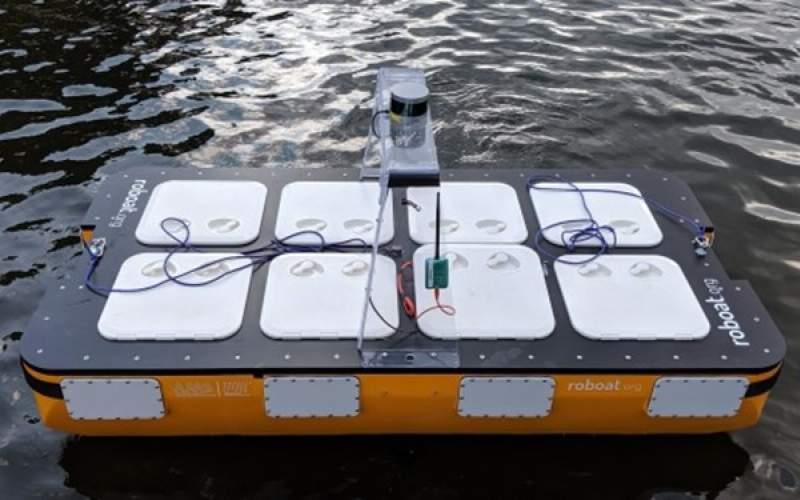 ربات قایق خودران برای حمل دو مسافر