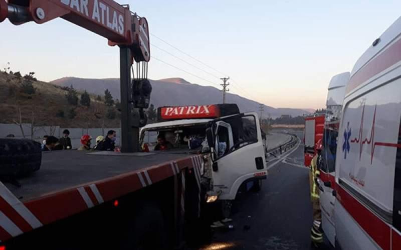 تصادف شدید کامیونت با خاور در تهران