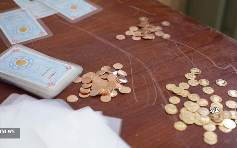 دستگیری باند تولید سکههای تقلبی طلا