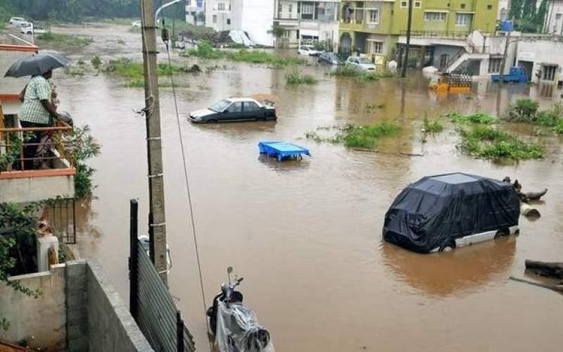 بخشی از شهر معمولان دچار سیلاب میشود