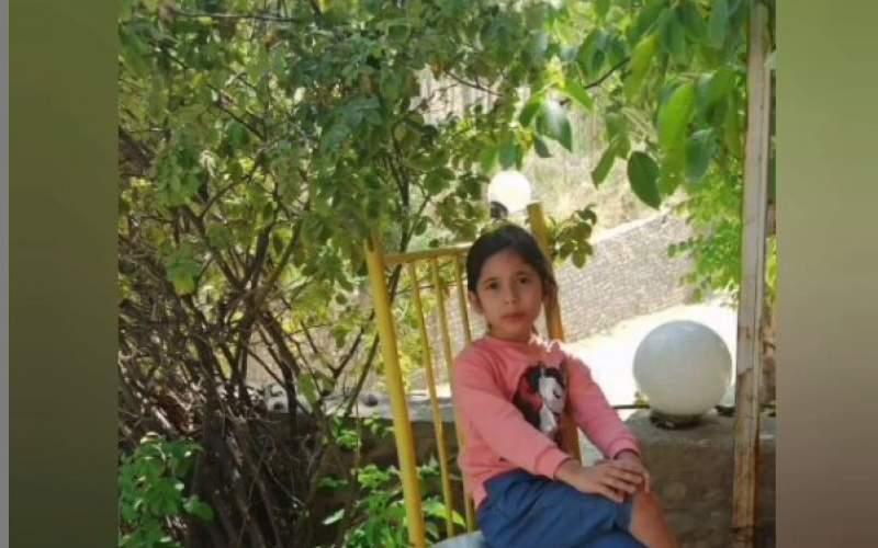 آیلار ۸ ساله بیجان به یک میله وصل شده بود