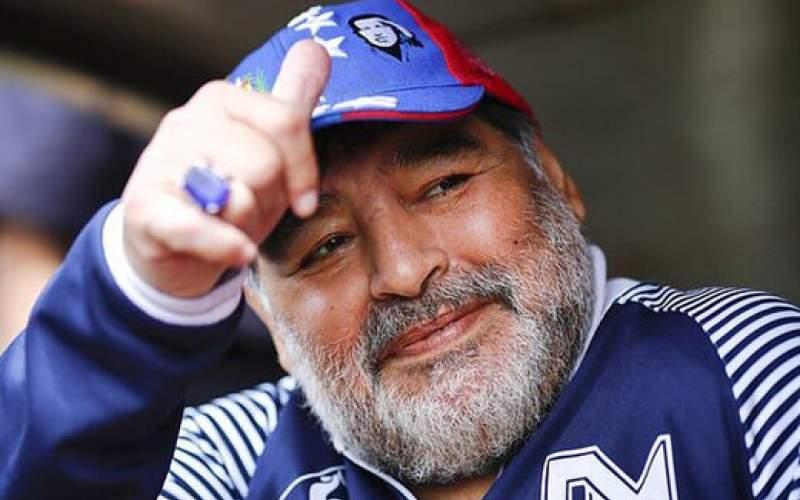 اخراج به خاطر گرفتن عکس با مارادونا/عکس