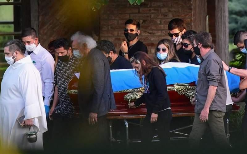 چه کسی تابوت دیگو مارادونا را حمل کرد/عکس
