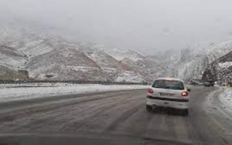 بارش برف و باران در محورهای ۱۴ استان کشور