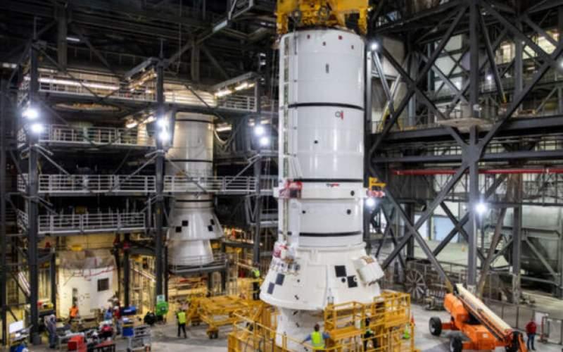 فرایند سوار کردن موشک عظیم ناسا آغاز شد