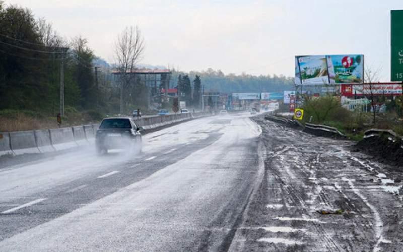 باران در جادههای ۱۰ استان کشور