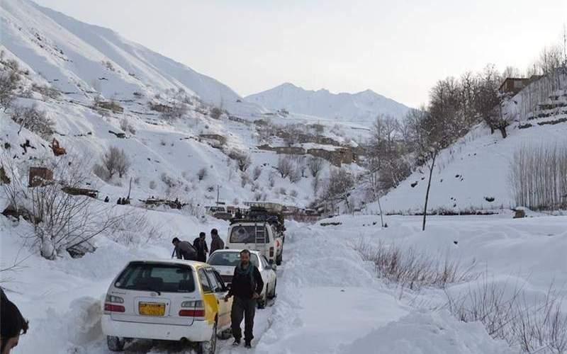 برف جاده برخی روستاهای خوزستان را مسدود کرد