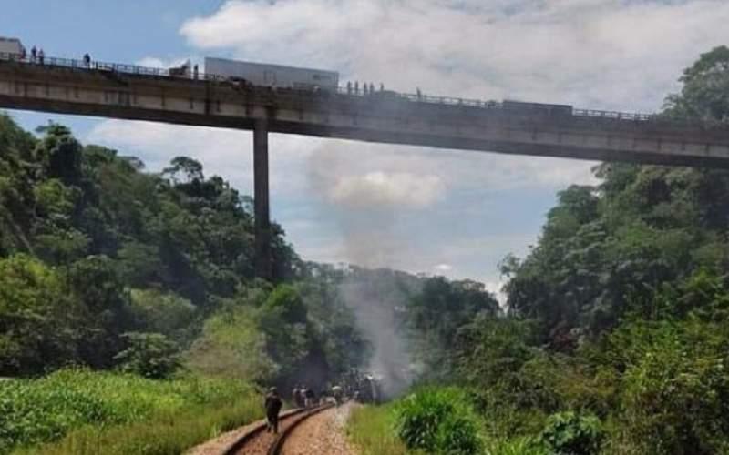 سقوط هولناک اتوبوس از روی پل در برزیل