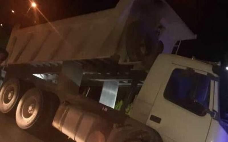 کامیون در قم واژگون شد، 2 نفر فوت کردند