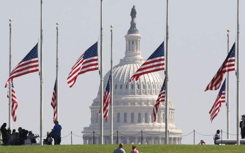 پرچمهای آمریکا نیمه افراشته شدند