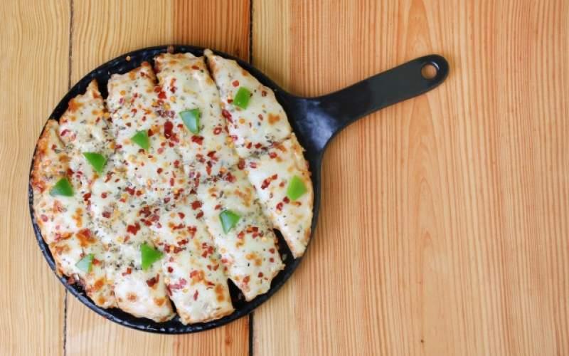 به حداقل رساندن زمان پخت و پز با پیتزای نیمه آماده: غذا رو از وسطش بپز