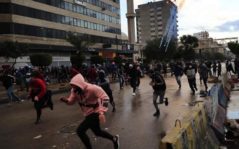 معترضان لبنانی مقابل خانه سیاستمداران تجمع کردند
