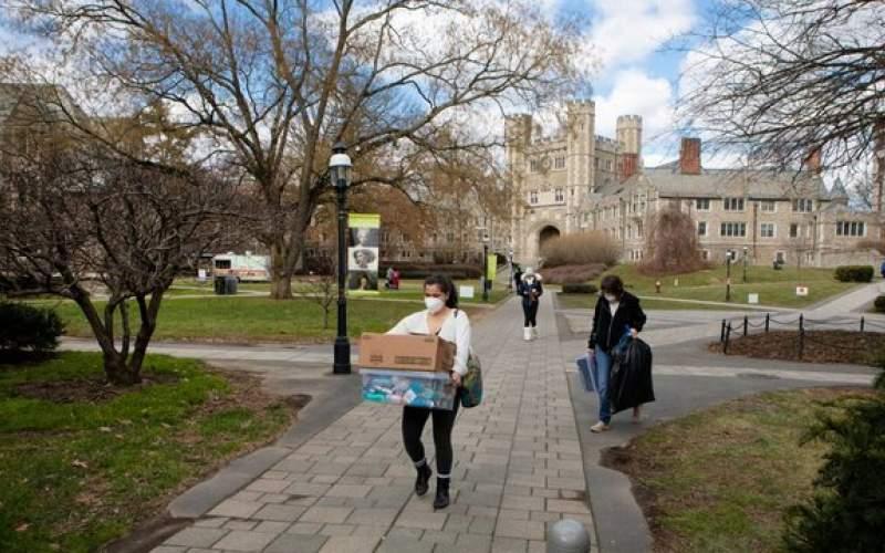 بازگشت دانشجویان به دانشگاه بزرگ آمریکایی