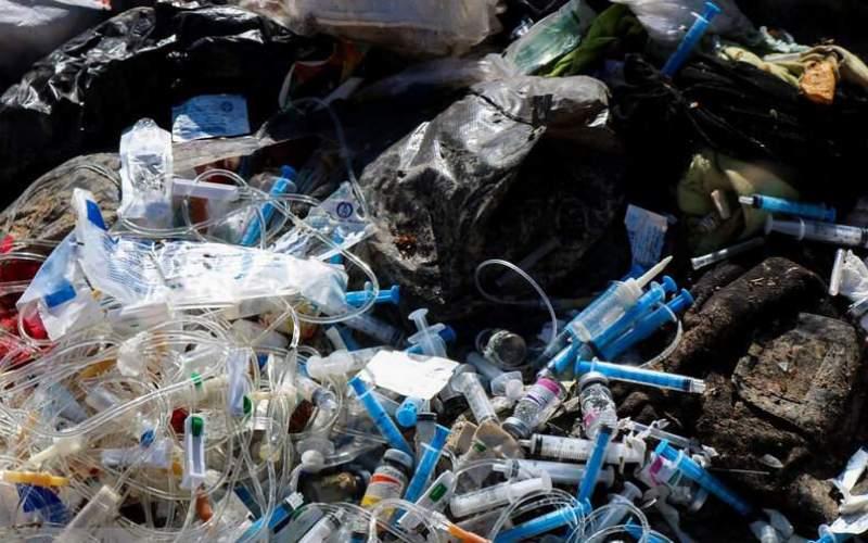 تخلیه زبالههای بیمارستانی در مرکز شهر اهواز!