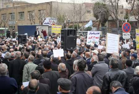 به اختلاف فاحش حقوق مستمری بگیران تامین اجتماعی با لشکریها و کشوریها معترضیم