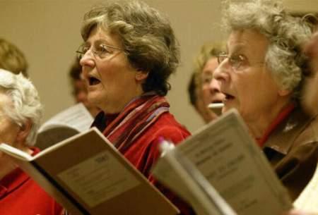 بهبود عملکرد مغزی سالمندان با آوازخوانی