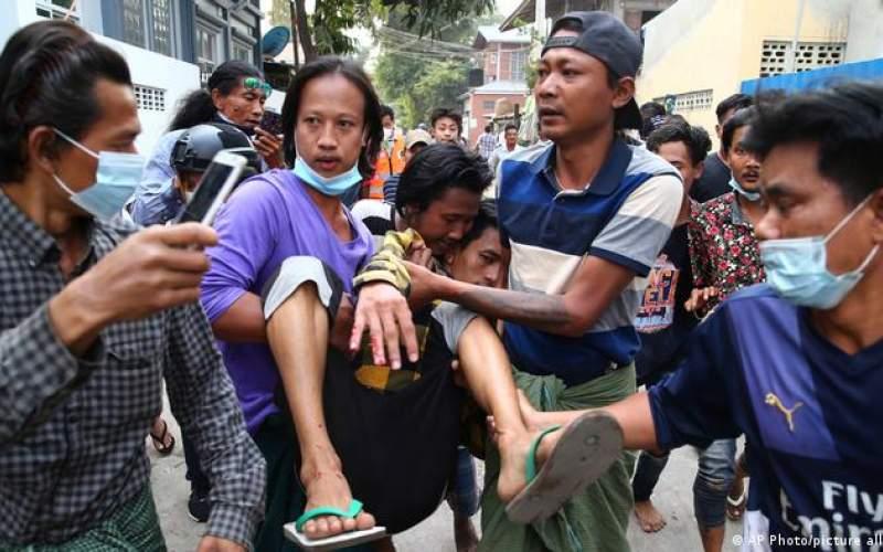 كودتاچیان معترضان را به گلوله بستند