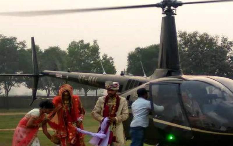 هلی کوپتر به جای ماشین عروس در هند/عکس