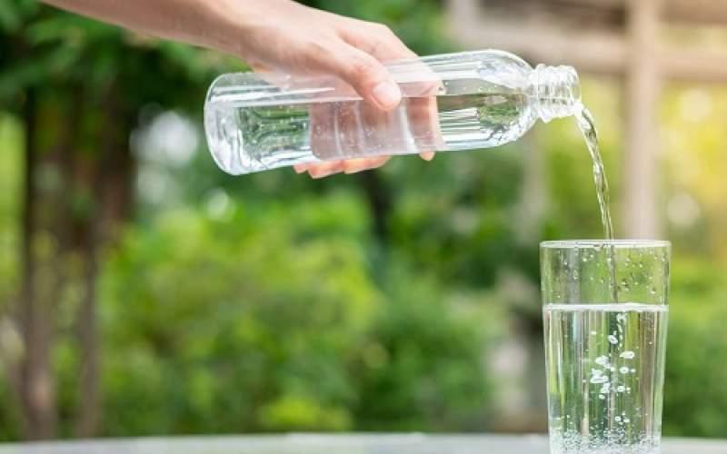 خوردنِ روزی ۸لیوان آب چه تاثیری روی بدن دارد